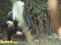 Blonde teen can't wait and pees in a field in clip